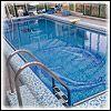 Полувкопанный квадратный бассейн